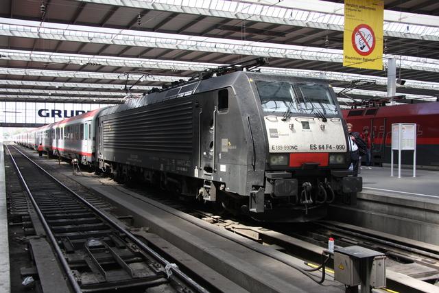 ES 64 F4-090 München Hbf