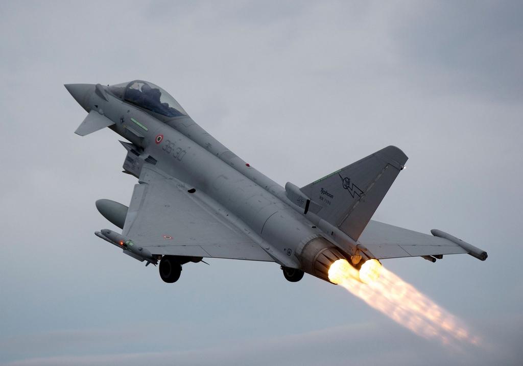 eurofighter-typhoons-hxj91.jpg