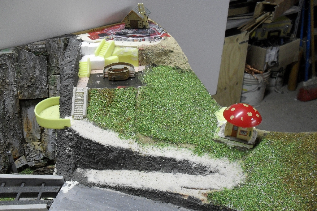 Spielanlage - bunt gemischte Resteverwertung Falzaregokapelle1r3p5q