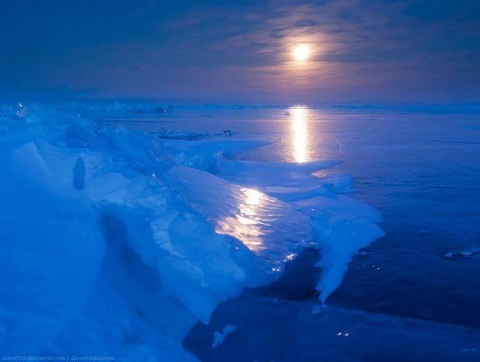 Zamarznięte jezioro Bajkał 38