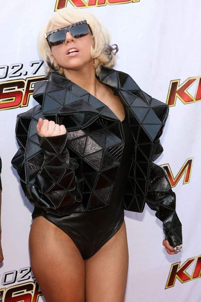 Lady GaGa i jej dziwne kreacje 2
