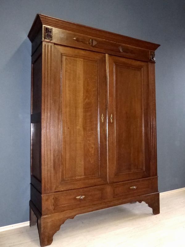 gr nderzeit kleiderschrank antik dielenschrank garderobe. Black Bedroom Furniture Sets. Home Design Ideas