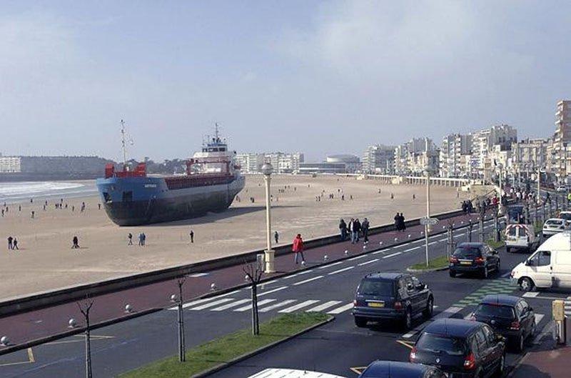 Statek na plaży 1