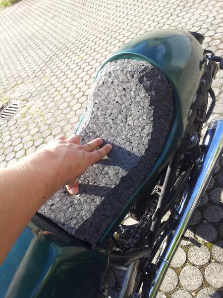 DIY: Wie nähe ich einen Rautenmuster Sitz - caferacer-forum.de