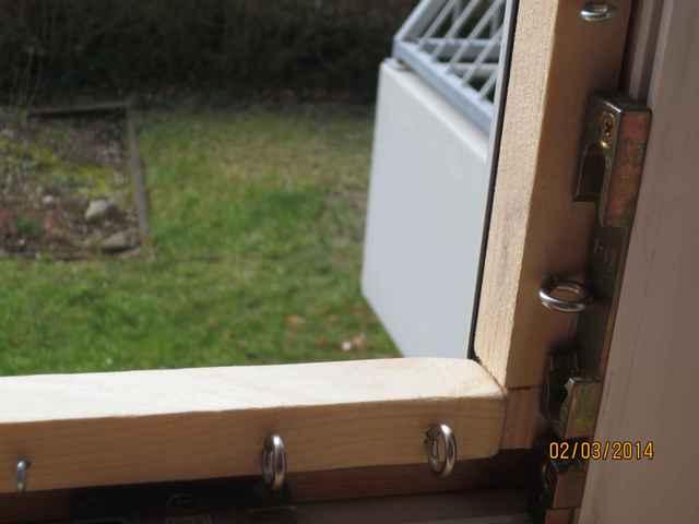 katzen fenstersicherung seite 2 katzen forum bergkatzen. Black Bedroom Furniture Sets. Home Design Ideas