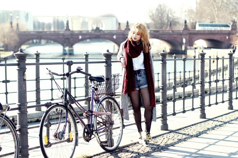 http://www.ifiwereaudrey.com/2014/02/dealscom-wfc-how-to-wear-xxl-scarf_23.html
