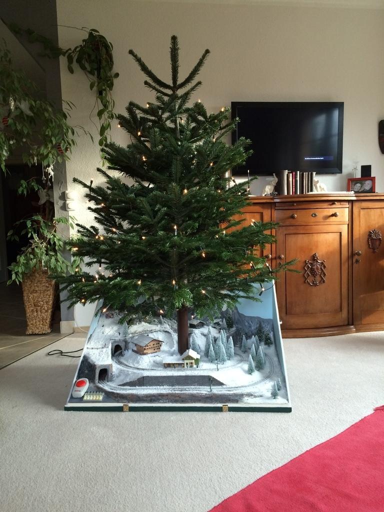 eisenbahn unterm weihnachtsbaum ein winterm rchen in h0e. Black Bedroom Furniture Sets. Home Design Ideas