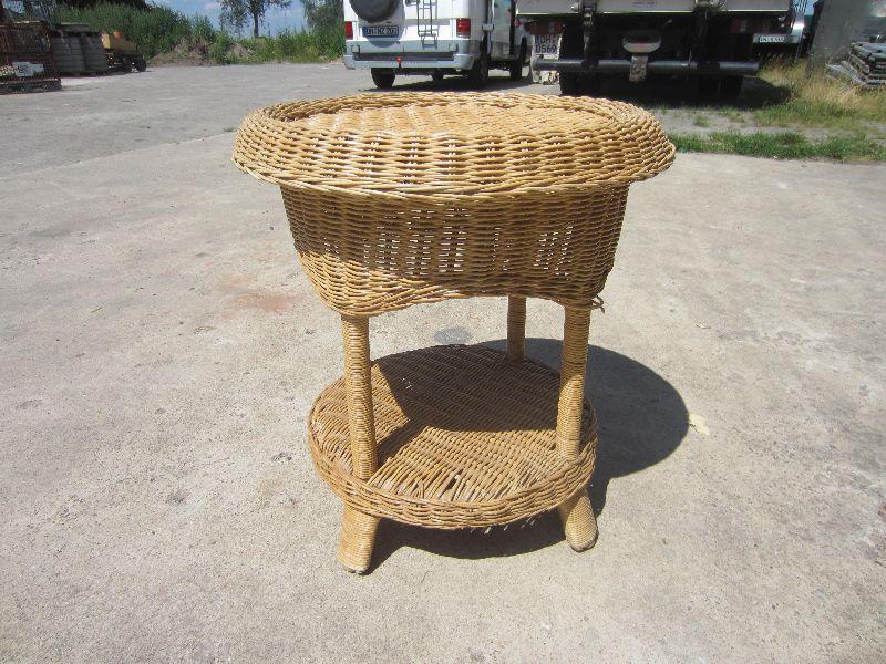 kleiner beistelltisch tisch mit ablage bambus korb. Black Bedroom Furniture Sets. Home Design Ideas