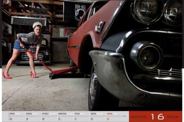Dziewczyny i legendarne auta USA w jednym kalendarzu :) 9