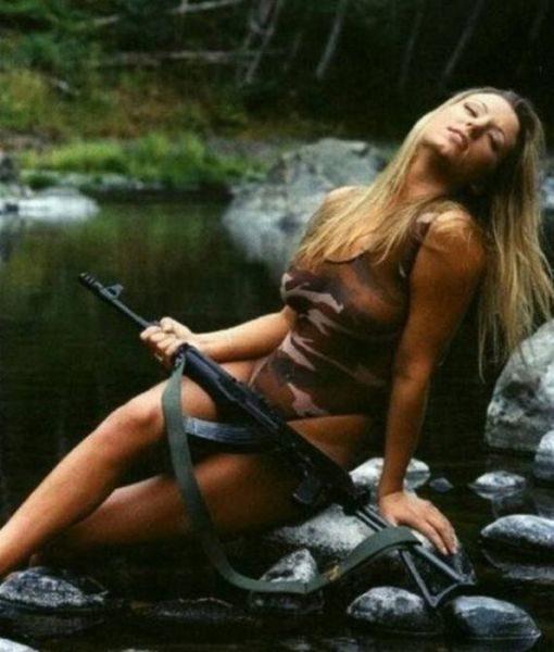 Uzbrojone dziewczyny 28