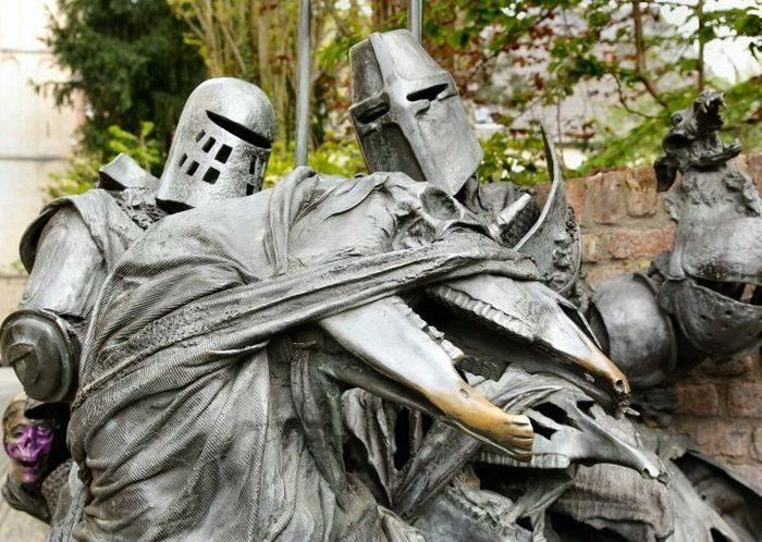 Nietypowe rzeźby i pomniki 46