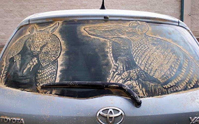 Obrazy na brudnych samochodach 38
