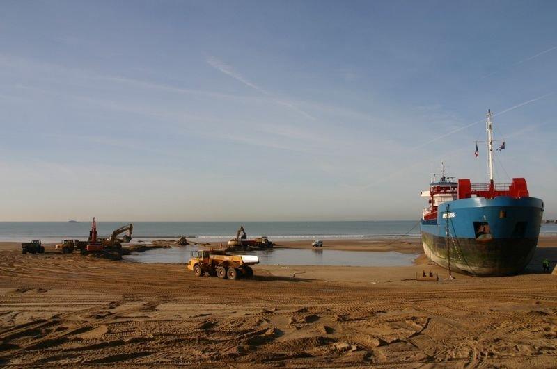 Statek na plaży 7