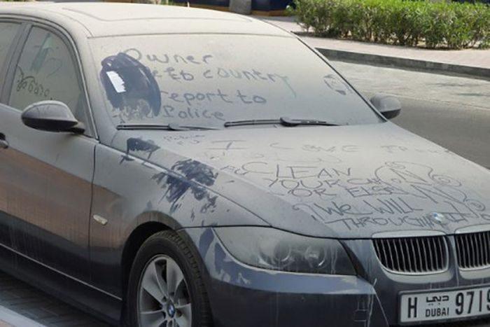 Opuszczone samochody Dubaju 12