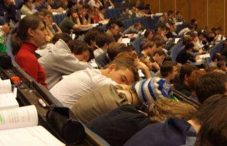 Śpiący studenci 13