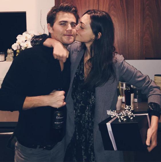Vampire Diaries: Süße Weihnachtsbotschaft von Paul Wesley und Phoebe ...