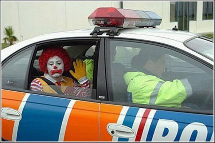 Aresztowani w przebraniu 1