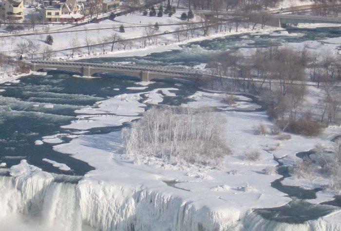 Zamarznięty wodospad Niagara 12