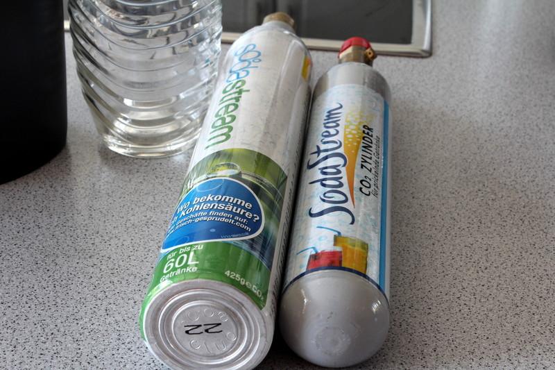 sodastream penguin trinkwassersprudler mit zwei co2 zylinder und flasche ebay. Black Bedroom Furniture Sets. Home Design Ideas