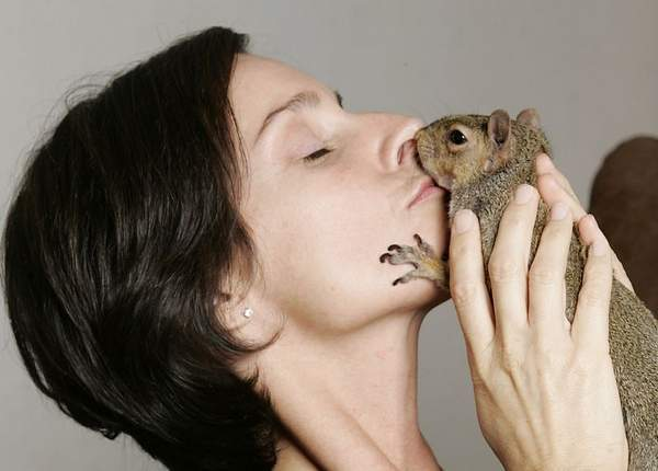 squirrel_kiss