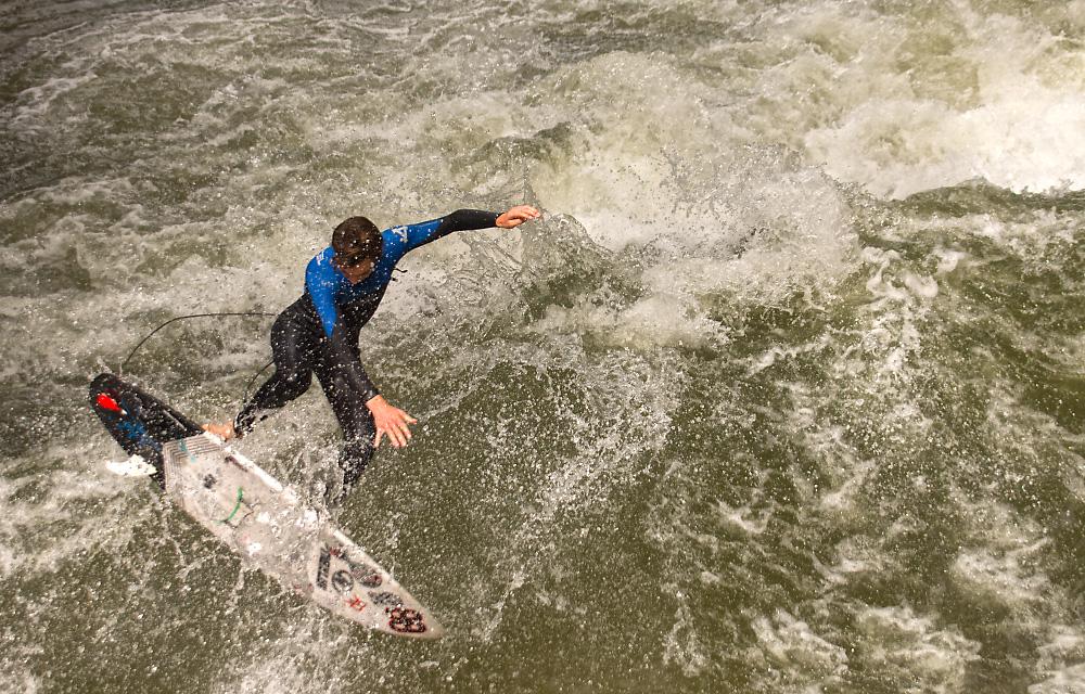 http://abload.de/img/surfer10w6jpl.jpg