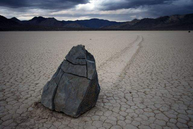 Tajemnicze ruchome kamienie 7