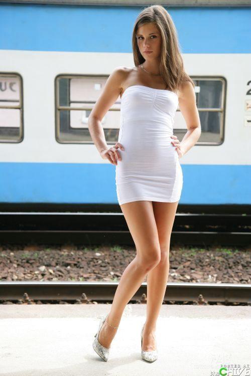 Dziewczyny w sukienkach 19