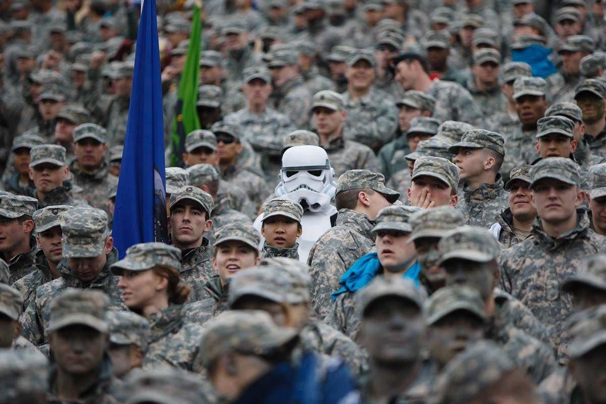Żołnierze po godzinach 4