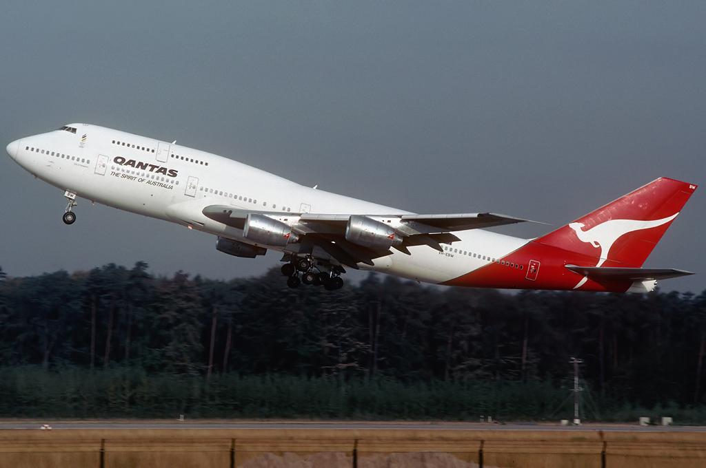 747 in FRA - Page 5 Vh-ebw_11-08-90_b9aabv