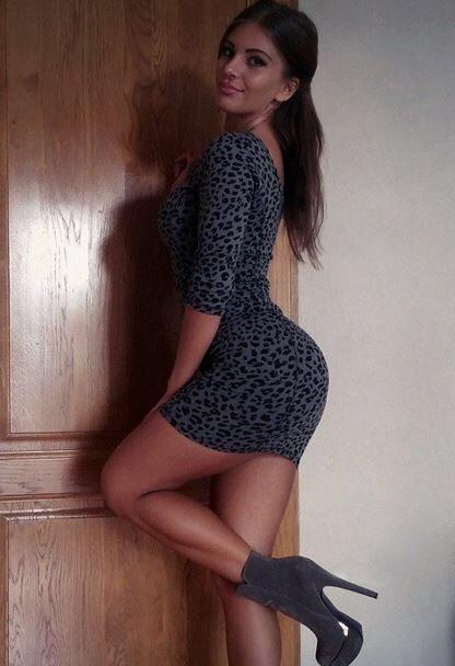 Obcisłe sukienki #34 4