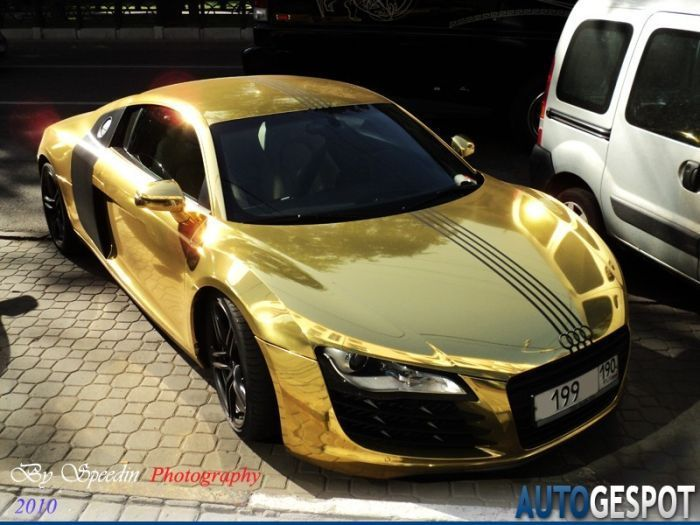 Złote Audi R8 2