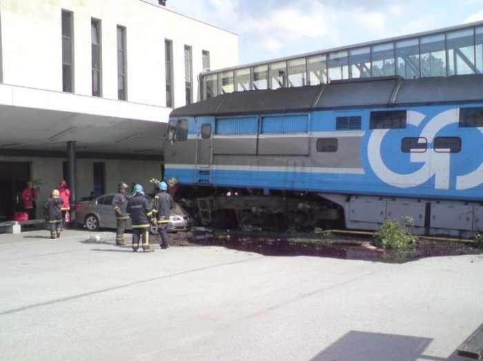 Zderzenie pociągu i BMW 5