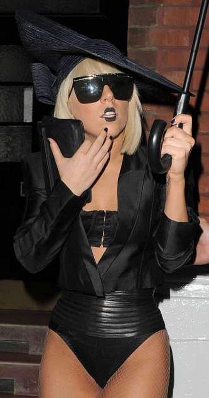 Lady GaGa i jej dziwne kreacje 1