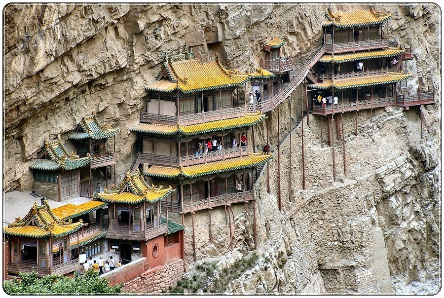 Budowle na skałach 11