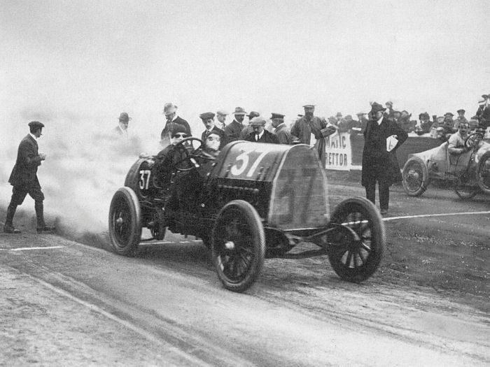 Pierwsze wyścigi samochodowe 26