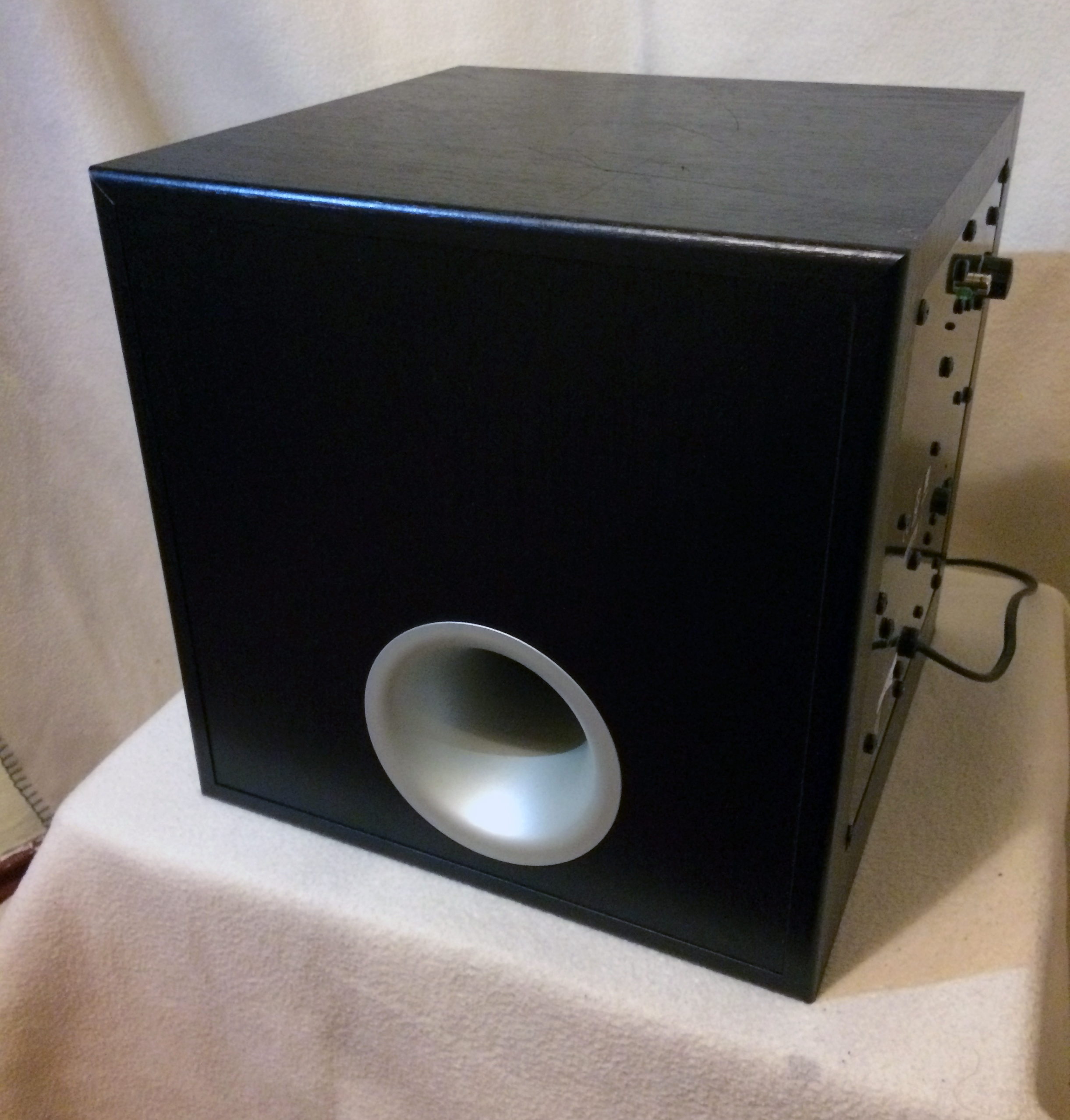 yamaha yst sw012 aktiver subwoofer neuwertig. Black Bedroom Furniture Sets. Home Design Ideas