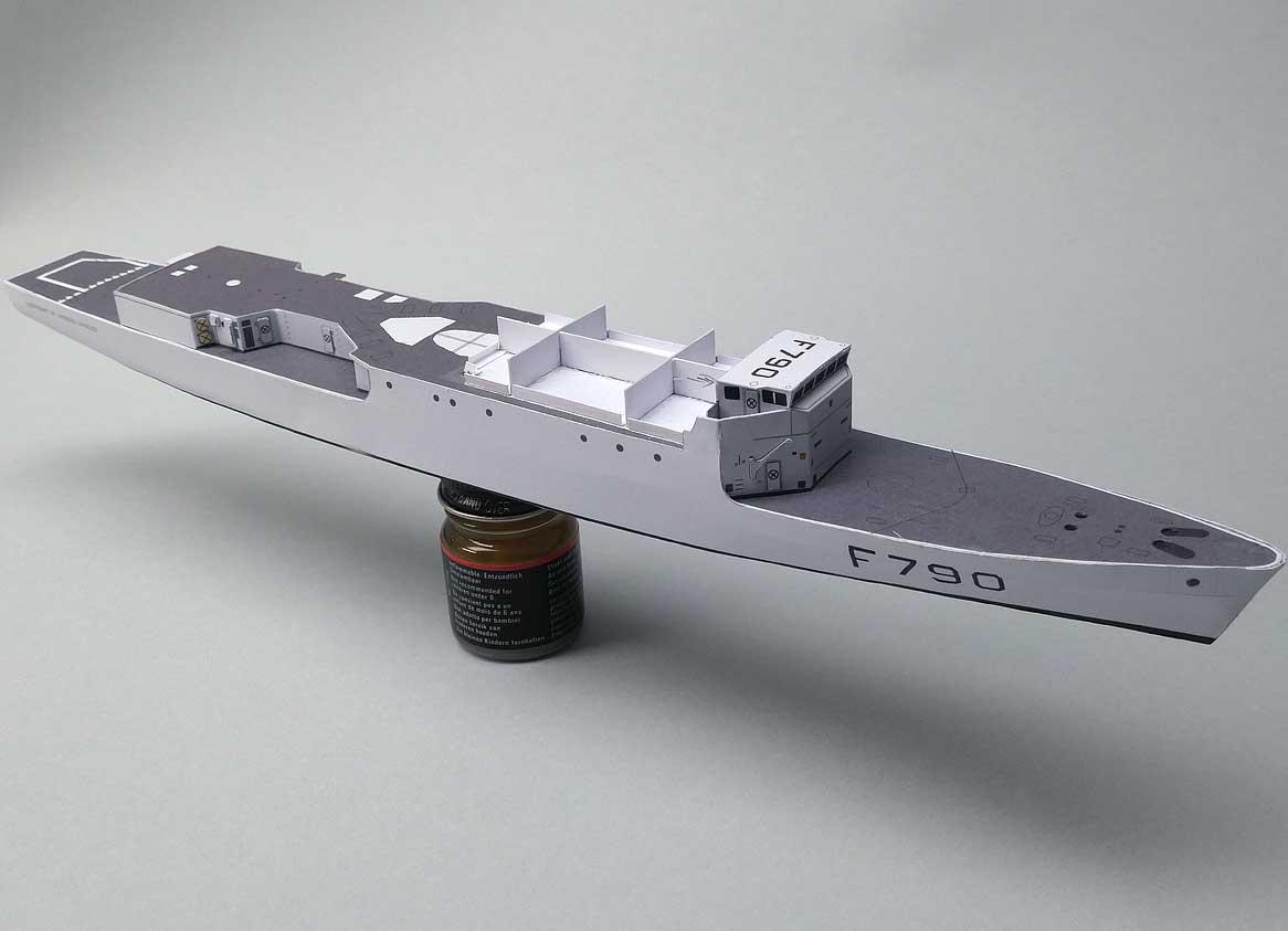 """Aviso A 69 """"Classe d'Estienne d'Orves"""" F790 Lieutenant de vaisseau Lavallée / Propre construction 1: - Page 2 019-peildeck-vorbereihajgs"""