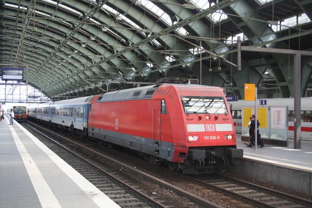 101 030-5 mit InterRegio Berlin Ostbahnhof