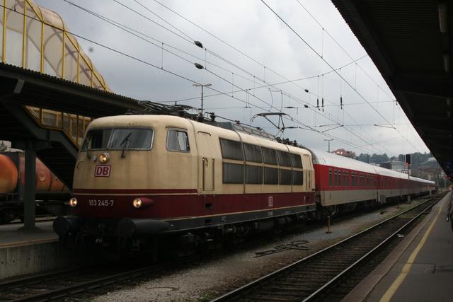 103 245-7 Einfahrt Salzburg Hbf