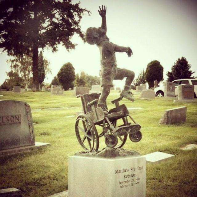 İlginç Mezar Taşı