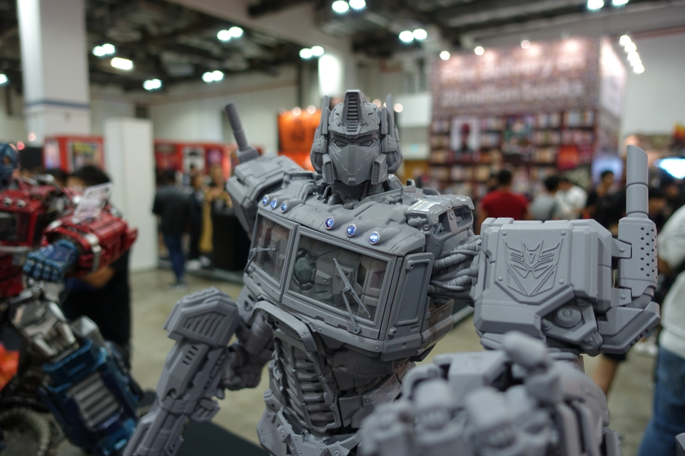 Premium Collectibles : Transformers - Nemesis Prime (G1) 107oj2m