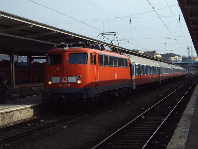 115 459-0 Einfahrt mit D 246 Berlin-Lichtenberg