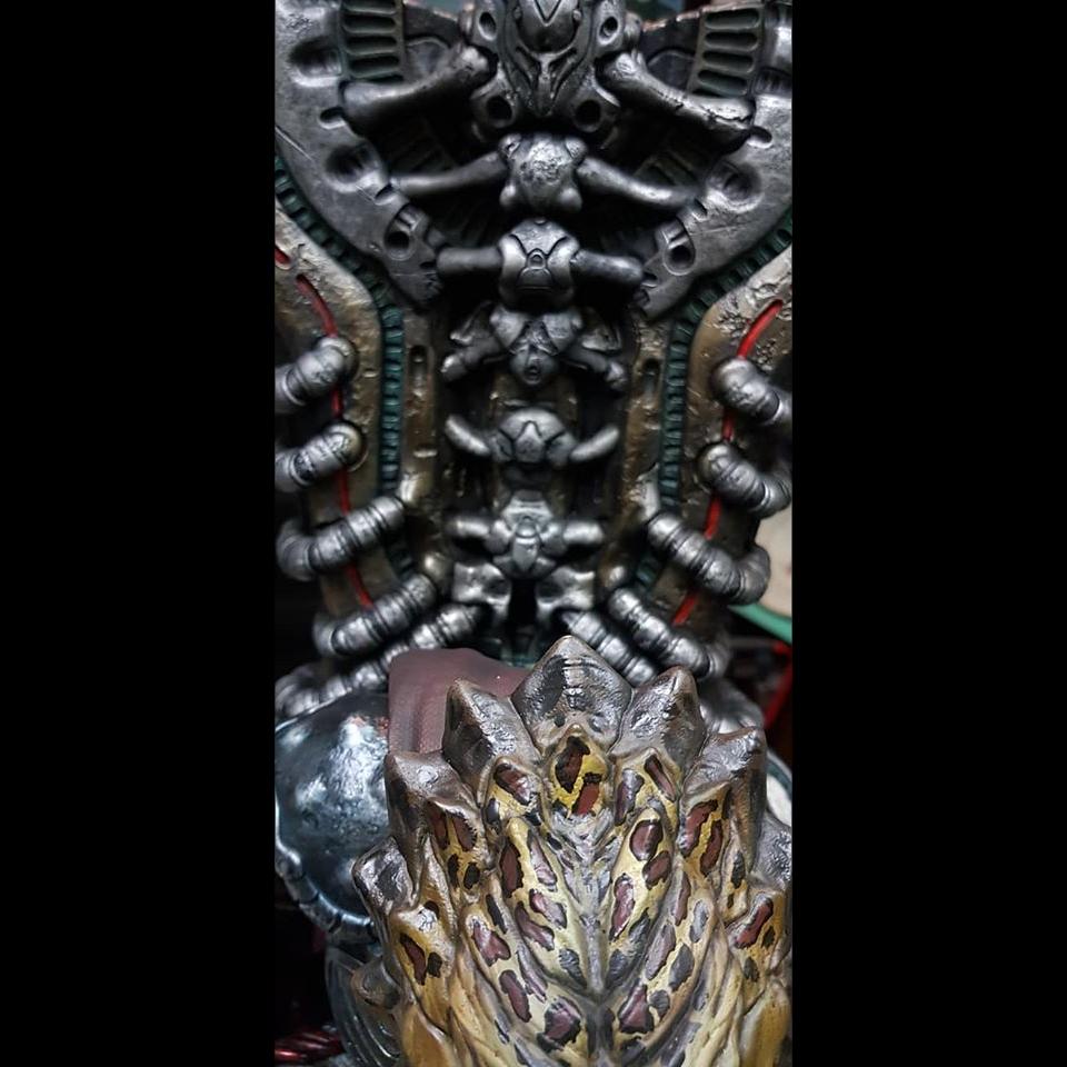Premium Collectibles : Predator on Throne 115910788_26317178570kqk3w