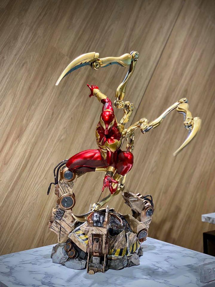 Premium Collectibles : Iron-spiderman** 117126352_26745780960cpkat