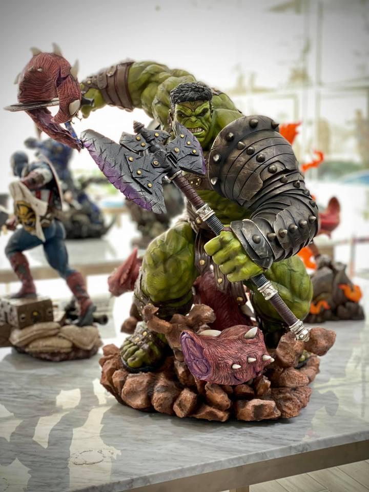 Premium Collectibles : Planet Hulk / King Hulk** 117kn9