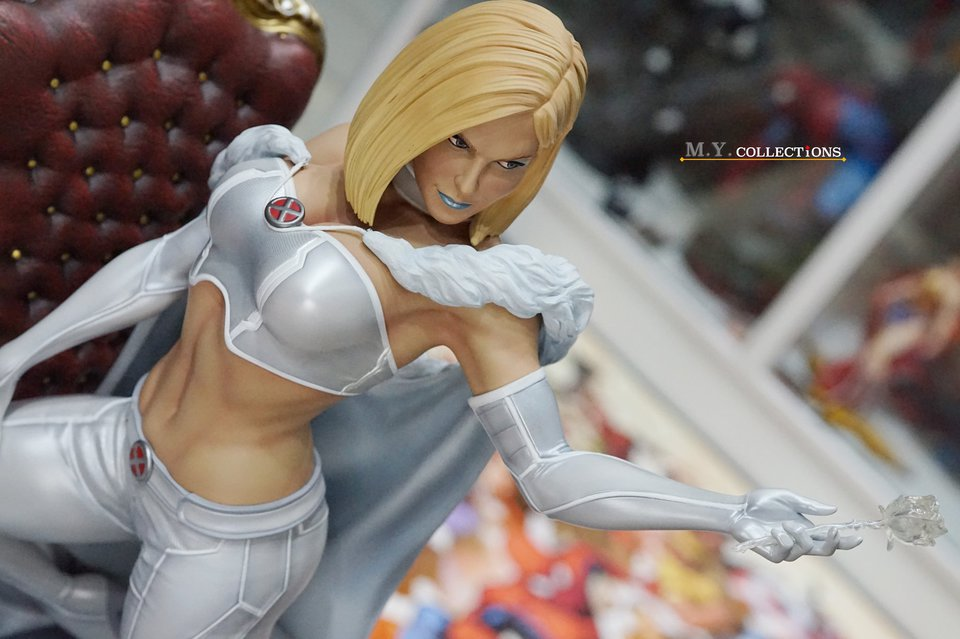 Premium Collectibles : Emma Frost 118959929_44361513931a0k83