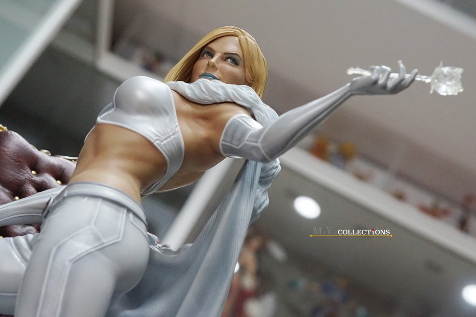Premium Collectibles : Emma Frost 118985019_443615064647tkjx
