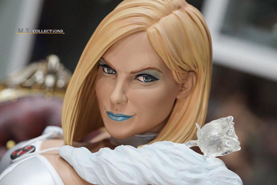Premium Collectibles : Emma Frost 119040234_44361509664ufjad