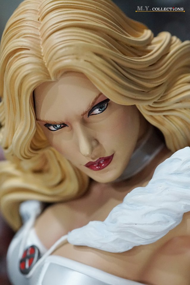 Premium Collectibles : Emma Frost 119089179_443615039314tk47