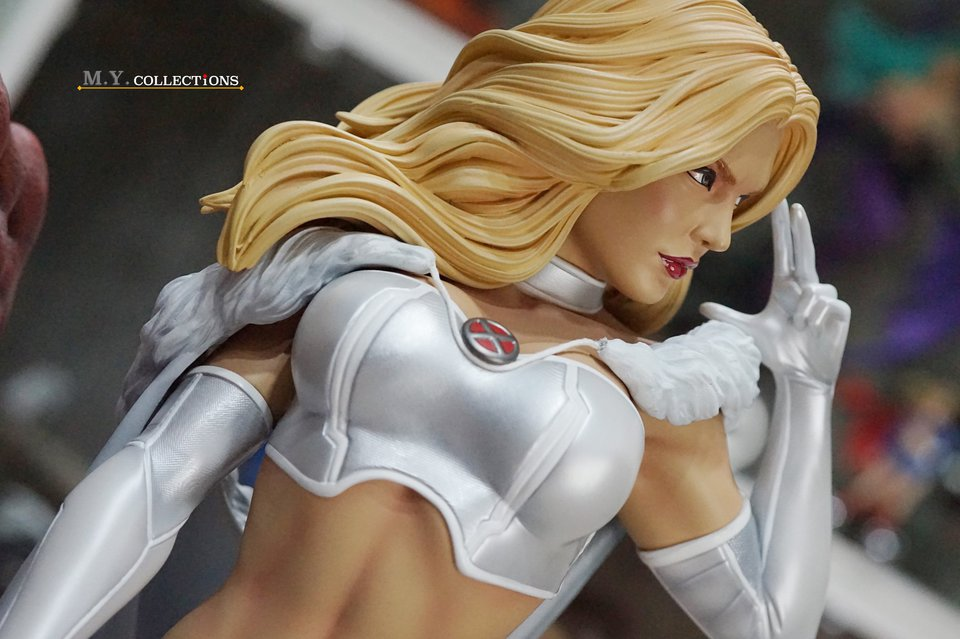 Premium Collectibles : Emma Frost 119192184_443615129642fknt